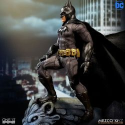 Batman Sovereign Knight Mezco One:12 figurine 1/12 (DC Comics)
