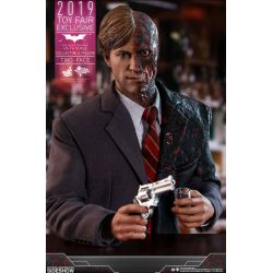 Two-Face Hot Toys MMS546 Toy Fair Exclusive (Batman The Dark Knight)