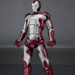 Iron Man Mark V SH Figuarts Hall of Armor Set (Iron Man)