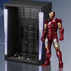 Iron Man Mark VII SH Figuarts Hall of Armor set (Iron Man)